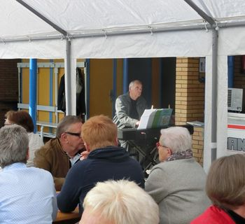 Gottesdienst auf der Terrasse des Freibades