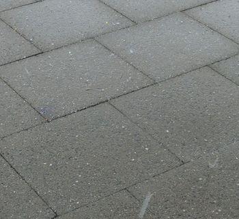 Hagelkörner auf unser Terrasse