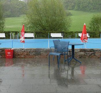 Regen und Hagel im Freibad - nach dem Fest!
